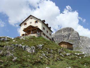 2010 Sextener Dolomiten Zsigmondy Huette, Foto: Wikipedia, Steffen962